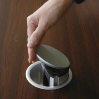 Вырез отверстий для блока розеток в столешнице